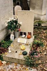 PL3-045-21 (David Swift Photography) Tags: davidswiftphotography parisfrance perelachaisecemetery cemeteries historiccemeteries graves tombstone 35mm film nikonfm2 kodakportra