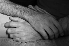 Toi et moi...dix-neuf ans déjà... # 21 (just.Luc) Tags: hands mains handen hände man male homme hombre uomo mann mannen men männer hommes hombres uomini bn nb zw monochroom monotone monochrome bw tenderness tendresse tederheid amoureux partners couple stel