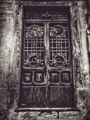 Il tempo logora quello che l'uomo abbandona. (iw2ijz) Tags: borgo compiano altavalditaro provincia parma emilia romagna italia itali panasonic olympus gx8 lumix 12m porta door antico rovina ancien ruin street