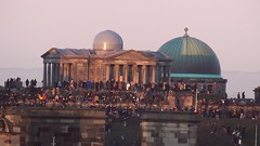 Waiting for the Sun to Set (byronv2) Tags: roofterrace skyline oldtown edinburgh edimbourg scotland nationalmuseumofscotland chambersstreet hogmanay newyearseve 2019 winter sunset architecture building history dome observatory royalobservatory astronomy crowd candid street peoplewatching neoclassical caltonhill dusk twilight