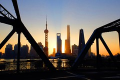 Shanghai - Sunrise (cnmark) Tags: china shanghai hongkou district garden bridge sunrise morning sonnenaufgang brücke suzhou creek wusong river pudong lujiazui world financial center swfc jin mao shanghaicenter pearl orient pearloftheorient tv tower skyscraper tall supertall building towers hochhaus cityscape wolkenkratzer gratteciel grattacielo rascacielo arranhacéu gebäude 中国 上海 虹口区 苏州河 吴淞江 外白渡桥 金茂大厦 上海环球金融中心 上海中心大厦 东方明珠 东方明珠电视塔 浦东 陆家嘴 ©allrightsreserved