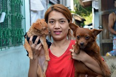 pretty woman who likes the color red (the foreign photographer - ฝรั่งถ่) Tags: pretty woman two dogs red top blouse khlong thanon portraits bangkhen bangkok thailand nikon d3200
