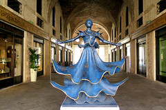 "Vicenza, the ""Dalinian Dancer"" by Salvador Dali in the Palladium basilica (Sokleine) Tags: dali danser danseuse bronze sculpture statue blue bleu passage gallery heritage history patrimoine vicenza vicence veneto vénétie italia italie italy eu europe outdoor"