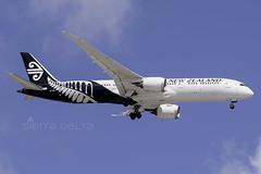 ZK-NZL B789 AIR NEW ZEALAND YBBN (Sierra Delta Aviation) Tags: air new zealand ybbn boeing b789 zknzl