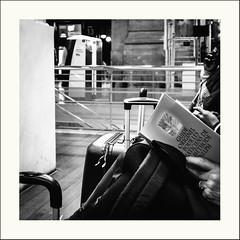 Lire à tous prix (Napafloma-Photographe) Tags: 2019 architecturebatimentsmonuments artetculture bandw bw bâtiments france garedunord géographie métiersetpersonnages paris personnes techniquephoto blackandwhite gare livre monochrome napaflomaphotographe noiretblanc noiretblancfrance photoderue photographe province streetphoto streetphotography valise ville