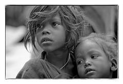 Odisha : Koraput, sisters (foto_morgana) Tags: asia asie azië blackwhitephotography canoneos1 child childhood children doubleportrait enfant enfants face gezicht visage filmnoir india kodakt400cn koraput lookingaway monochrome nikoncoolscan odisha on1photoraw2020 people portrait portret portraiture topazdenoiseai travelexperience vuescan young youth zwartwitfotografie