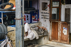 India - Sleeping man - 1483 (Peter Goll thx for +14.000.000 views) Tags: indien 2019 rajasthan amer jaipur d850 nikon nikkor nikkor28300mm india travel reise