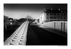 """""""Dans Les Traces Du Poulpe Ou Pour L'Attendrir Faut Taper Dessus... 4"""" (TBWLC Photography) Tags: fdrouet tbwlc nb bw monochrome street saintnazaire penhoët nikon d750"""
