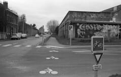 Passage cycliste (christophe.vinchon) Tags: pistecyclable passagecycliste hp5 nikonf4s