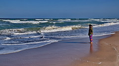 Waiting for the summer (gerard eder) Tags: world travel reise viajes europa europe españa spain spanien valencia landscape landschaft paisajes panorama outdoor sea seascape beach strand mediterraneo wasser water waves playa people peopleoftheworld horizon