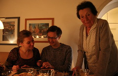 My Ma, my Son and his Girlfriend (Wolfgang Bazer) Tags: familienfoto family photo christmas weihnachten ma mother mutter sohn son freundin girlfriend leitershofen augsburg schwaben swabia bayern bavaria deutschland germany