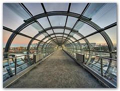 Station Elbbrücken - Gangway (Körnchen59) Tags: station elbbrücken u4 sbahn haltestelle hamburg germany architektur glas körnchen59 elke körner sony 6000