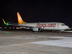 Pegasus Airlines TC-CRF HAJ at Night (U. Heinze) Tags: aircraft airlines airways airplane planespotting plane flugzeug night nightshot haj hannoverlangenhagenairporthaj deutschland germany eddv olympus omd em1markii 12100mm