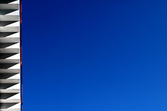 Lassù, in alto (meghimeg) Tags: 2019 genova scala stairs cielo sky rosso red rot bianco white blu blue