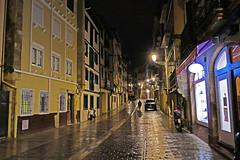 IRÚN NOCTURNO. (Luis Mª) Tags: irún bidasoatxingudi arquitectura paisajeurbano lluvia afiiae nocturno