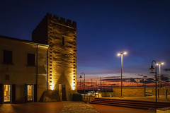 La torre di San Vincenzo al tramonto - The tower of San Vincenzo at sunset (Eugenio GV Costa) Tags: torre san vincenzo tramonto toscana livorno italia medioevo orablu sunset tuscany italy middle ages