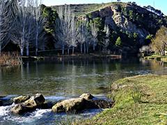 Armonía en el río Turia a su paso por Bugarra. 014 (adioslunitaadios) Tags: río ríoturia bugarra naturaleza paisaje ladera árboles nubes agua fujifilm