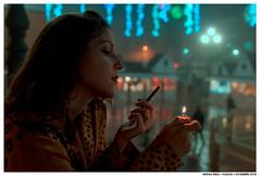 Diablo (Matías Brëa) Tags: mujer woman girl retrato portrait color niebla fog fumar smoking