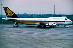 SIA 747-300 (Martyn Cartledge / www.aspphotography.net) Tags: 747 747300 aerodrome aeroplane air aircraft airline airliner airplane airport aspphotography aviation boeing cartledge civilairline civilairliner flight fly flying flywinglets jet martyn n118kd plane runway sia singaporeairlines transport wwwaspphotographynet wwwflywingletscom uk asp photography