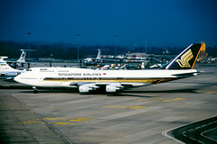 SIA 747-400 (Martyn Cartledge / www.aspphotography.net) Tags: 747 747400 9vsmk aerodrome aeroplane air aircraft airline airliner airplane airport aspphotography aviation boeing cartledge civilairline civilairliner flight fly flying flywinglets jet martyn plane runway sia singaporeairlines transport wwwaspphotographynet wwwflywingletscom uk asp photography