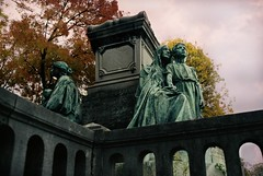 PL1-028-12A (David Swift Photography) Tags: davidswiftphotography parisfrance perelachaisecemetery graves tombstone cemeteries historiccemeteries sculptures statues 35mm nikonfm2 kodakportra