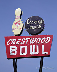 Crestwood Bowl Sign on Route 66 in St. Louis, Missouri (eoscatchlight) Tags: route66 roadsideamerica themotherroad mainstreetusa stlouis missouri crestwoodbowl bowlingalley neonsign neon businesssign
