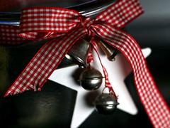 Schleife (ingrid eulenfan) Tags: lookingcloseonfriday schleife ribbons bänder glocken glas macro 90mm