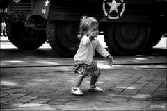 Danseuse étoile! / Star ballerina! (vedebe) Tags: street city urban dance danse rue enfant ville etoiles urbain danseurs bw monochrome noiretblanc nb netb child