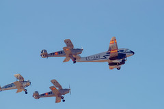 Formación FIO (Miguel Ángel Prieto Ciudad) Tags: photography flying airplane airshow sky air vehicle fighter plane military transportation propeller history blue dehavilland classic aviation aircraft sonyalpha alpha3000