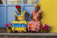 Jolies cubaines... (Xtian du Gard) Tags: xtiandugard cuba cubaine portrait jaune bleu couleurs scènedevie
