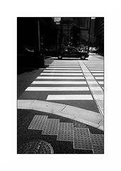Tokyo - Marunouchi (Punkrocker*) Tags: leica m7 summicron asph kodak trix 400 nb bwfp monochrome bnw street city people tokyo marunouchi japan japon nihon nippon travel