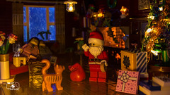 Merry Christmas (The Aphol) Tags: lego legography legophotography afol toy toyphotography toyphotographers winter snow santaclaus xmas christmas outdoor gingerbread house home family present santa moc minifigures minifigs natale