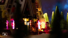 Lurking (The Aphol) Tags: afol lego legography legophotography minifigs minifigures moc toy toyphotographers toyphotography xmas christmas natale santaclaus santa present winter snow outdoor family gingerbread house home