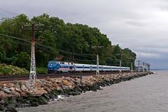 Poughkeepsie Local (Erie Limited) Tags: irvingtonny hudsonriver hudsonline metronorth ge p32acdm train railfan railroad