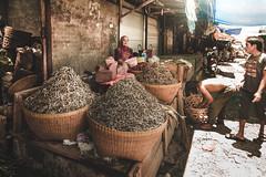 Mandalika market, Lombok, Indonesia (pas le matin) Tags: travel voyage world asia asie southeastasia indoesia indonésie lombok mandalika market mataram mandalikamarket marché selle woman seller basket paniers canon 7d canon7d candid canoneos7d eos7d