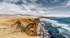 Costa de Paracas (marianobs) Tags: perú nikon d4 20mm paisaje costa mar olas cielo nubes contraste desierto