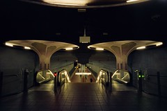 U-Bahn Frankfurt/Westend (Th. Cseresnyes) Tags: silbersalz silbersalz35250d minoltadynax7 20mm frankfurtammain ubahn westend analog architektur