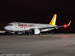 Pegasus Airlines TC-NBS HAJ at Night (U. Heinze) Tags: aircraft airlines airways airplane planespotting plane flugzeug haj hannoverlangenhagenairporthaj eddv deutschland germany night nightshot olympus omd em1markii 12100mm