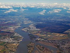 South arm, of the Fraser River, 2005 (D70) Tags: southarm fraserriver 2005 panorama stitched ladner delta britishcolumbia canada kirklandisland annicisisland newwestminster georgemasseytunnel april18 burnsbog aerialview