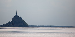 Traversal of the bay (Michel Couprie) Tags: europe france normandy normandie montsaintmichel manche baie bay sea seascape lowtide maréebasse reflection reflect reflet people water contrejour backlight canon eos couprie ef3004lis