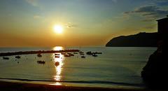 LEVANTO - Liguria (cannuccia) Tags: paesaggi landscape tramonti levanto liguria mare sole barche controluce cieli