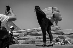 Tourist posing, Egypt, 2019 (Alberto Pérez Puyal) Tags: alberto asia cairo egypt egyptian giza gizeh kiss kissing mobile monochrome phone photography picture puyal sphynx tourism tourist woman