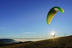Sonnenschaukel (WiSchWerk) Tags: feldberg wischwerk schwarzwald schauinsland landschaft weitsicht fliegen gleitschirm abheben start