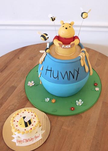 Winnie Pooh & smash cake