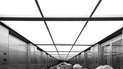 Im Fahrstuhl (petra.foto busy busy busy) Tags: spiegelung reflexion fahrstuhl berlin germany fotopetra sonyrx100m2 monocrom schwarzweis