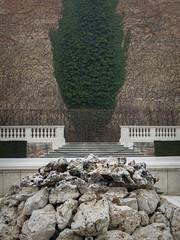 Green fontain (verblickt) Tags: austria belvedere vienna viennalove citycityofvienna fontaine plants wall stones waterbasin
