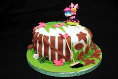 Christmas Day Birthday Cake (52/52) (Stu.G) Tags: canoneos40d canon eos 40d efs 24mm f28 stm canonefs24mmf28stm pancakelens canonpancake24mm england uk unitedkingdom united kingdom britain greatbritain d europe eosdeurope project52 project 52 project522019 522019 25dec19 25thdecember2019 25th december 2019 december2019 25thdecember 251219 25122019 cake birthdaycake gardencake birthday christmasday christmas day