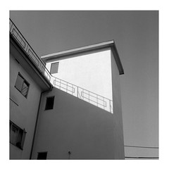 (ADMurr) Tags: la hollywood apartment balcony rail hasselblad 35 e 80mm zeiss planar ilford 125 dad920