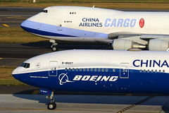 Instant... (Manuel Negrerie) Tags: boeing spotting aviation widebody livery colors design 777300er 747f 747400 freighter jetliner airliners planes aircraft engines avgeeks tpe airport sight canon b18007 b18715 chinaairlines taoyuanairlines technology travel 中華航空 ci cal
