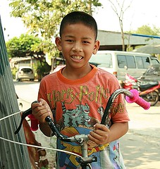 a boy and his bicycle (the foreign photographer - ฝรั่งถ่) Tags: handsome boy bicycle khlong thanon portraits bangkhen bangkok thailand canon